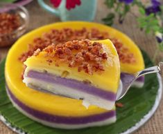 Http: Discover Special Sapin-Sapin Not only one but three flavors to enjoy! Try this Sapin-Sapin a Filipino dessert made from glutinous rice coconut milk sugar and flavorings. Ube Recipes, Rice Cake Recipes, Rice Cakes, Food Cakes, Rice Flour Recipes, Sticky Rice Recipes, Mango Dessert Recipes, Breakfast Recipes, Philipinische Desserts