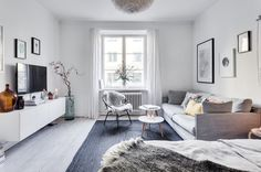 I pittoreska Rödabergsområdet ligger denna charmiga 20-talslägenhet med tidstypiska originaldetaljer såsom serveringsskåp och fina furutiljor på golven. Generöst och stilrent renoverat kök med plats för matbord för ca 4-6 personer. Rymligt rum med spröjsat fönster mot den grönskande innergården. Möjlighet finns att bygga om lägenheten till en 2:a.