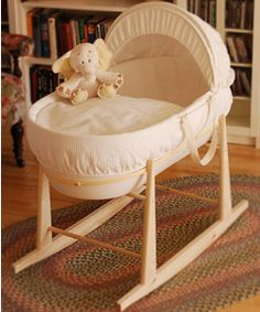 Shnuggle Hypoallergenic and Silent Moses Basket
