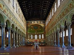Sant'Apollinare in Classe, Ravenna, Italy. The walls and apse are completely covered in mosaics Religious Architecture, Church Architecture, Mystery Of History, Art History, Ravenna Italy, Byzantine Art, Italy Tours, Cathedral Church, Early Christian