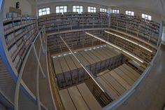 Depósito de Revistas H1. Vista general Experimental, Stairs, Home Decor, Special Library, Science Area, Documentaries, Zaragoza, Classroom, Countries