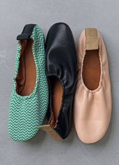 CLOSE SOFT BALLERINAS SOFT BALLERINA IN DARK GREEN ZIG ZAG JACQUARD 315772JBSC.31E SOFT BALLERINA IN BLACK NAPPA LAMBSKIN 315773NBSC.38N SOFT BALLERINA IN POWDER NAPPA LAMBSKIN 315773NBSC.02P CÉLINE 2015 spring