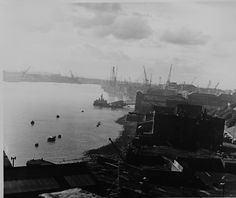 This Laszlo Torday image shows the extent of the industry on the banks of Tyne.