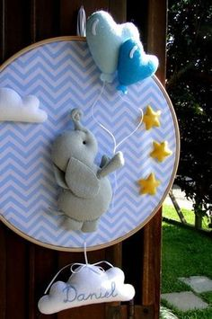costurinhas DIY Craft Ideas diy craft ideas for mother's day Baby Shawer, Felt Baby, Baby Love, Baby Crafts, Felt Crafts, Diy And Crafts, Diy Bebe, Baby Mobile, Baby Boy Rooms