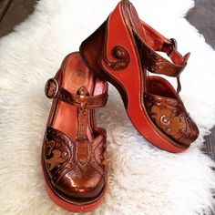 |flash sale| Psychedelic Bronze Pumpkin Platforms Very 60's Mod! Stunning (and surprisingly comfy) designer platforms by Yosuke. They are super adorable with tights or tall socks. Perfect autumn addition to your closet. Size 7. Lovingly worn with very little wear on the soles. Shoes