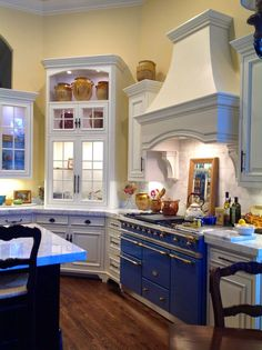Yellow, Blue And White Décor