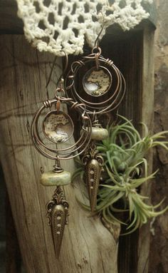 Serenade  Mixed Media Earrings por AlteredAlchemy en Etsy