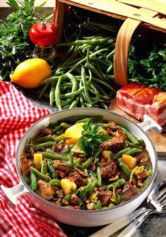 Unser beliebtes Rezept für Lammgulasch mit Bohnen und Kartoffeln und mehr als 55.000 weitere kostenlose Rezepte auf LECKER.de.