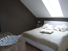 Ložnice s tapetou