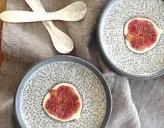 Zielone koktajle: świeże figi + chia + mleko roślinne