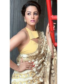 Here we have for you 15 of the most stylish Blouse Designs and saree from the stylish star Anita Hassanandani wardrobe that'll make your jaw drop. Shagun Blouse Designs, Sari Blouse Designs, Bollywood Designer Sarees, Bollywood Fashion, Bollywood Actress, Half Saree Designs, Stylish Blouse Design, Saree Trends, Stylish Sarees
