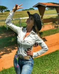 Country girl all Cunt Moda Cowgirl, Sexy Cowgirl, Cowgirl Style, Hot Country Girls, Country Girl Style, Country Women, Country Music, Cowgirl Outfits, Cow Girl