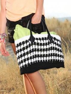 Free My Mountain Pattern Bag Acapulco: If you love to steal the scene with eye-catching accessories, then you'll love this bag in Schachenmayr original Catania Grande. With its distinctive black and white pattern it has special style, and not too difficult to make!