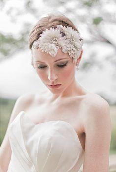 Diadema de flores y pedrería para novia para un toque inspirado en la naturaleza -