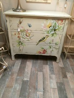 Shabby Chic Aged Cream Wood Painted Bird Butterfly Chest of 3 Drawers bedroom…