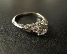 One of our Best Sellers Vintage-Inspired Engagement por PepeAndTy