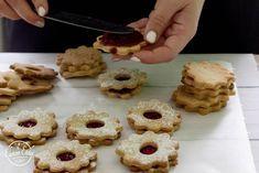 linzer-5 Diabetic Recipes, Diet Recipes, Healthy Recipes, Healthy Cake, Healthy Desserts, Cake Cookies, Paleo, Snacks, Baking