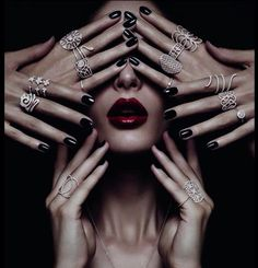 Im Rampenlicht: Djula Jewelry - Damen Schmuck und Accessoires Jewelry Photography, Fashion Photography, Djula Jewelry, Tattoo Pierna, Fashion Accessories, Fashion Jewelry, Glamour, Affordable Jewelry, Pretty Eyes
