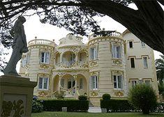 La ruta de las casas indianas Hotel Villas, Indiana, Porte Cochere, Spain Travel, Wanderlust Travel, Art Nouveau, Traveling By Yourself, Castle, Exterior