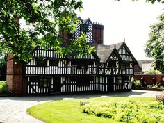 The Oak House, West Bromwich - click the picture to read my blog