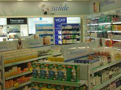 Gôndolas para farmácias e drogarias.