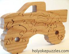 Faites plaisir à un fana de camions avec cette pelleteuse ou tractopelle. Ce puzzle est vernis de lhuile de tung (un noix asiastique). Il mesure 24,7 x 10,1 x 1,9 cm.  Ce puzzle est fait sur commande et sera expédié 7 à 10 jours après la commande. Un sac est inclus avec votre commande. On dessine, découpe à la main, ponce et vernit les puzzles chez nous à Holyoke dans létat de Massachusetts. Cest un dessin original de Barbara. Vous ne le trouverez nulle part ailleurs !  Ce dessin contient…