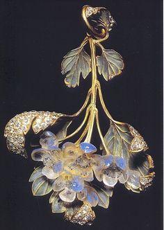 Art Nouveau Pendant - This one makes me think of elves.