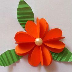 Confira aqui passo a passo como fazer flor de corações de papel