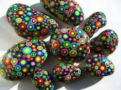 See more ideas about Rock crafts, Easy Rock painting and Painted rocks.These are pretzels but this simple design could easily be painted on rocks. Pebble Painting, Dot Painting, Pebble Art, Stone Painting, Stone Crafts, Rock Crafts, Arts And Crafts, Caillou Roche, Art Rupestre