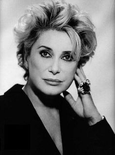 Picture of Catherine Deneuve Catherine Deneuve, Jeanne Moreau, French Icons, Beauty Over 40, Beautiful People, Beautiful Women, French Actress, Short Hair Styles, Sexy Women