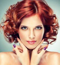 Poraďte se s vizážistou Dermacol 2015 Hairstyles, Summer Hairstyles, Trendy Hairstyles, Purple Hair, Red Hair, Hair Color For Women, Shoulder Length Hair, Bellisima, Curly Hair Styles