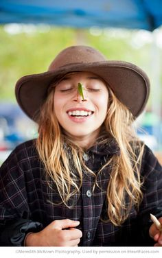 Older Girl with Grasshopper on her Nose - Photos that Showcase the Innocence of… Photo Tips, Photo Ideas, Heart Face, Face Photography, Posing Ideas, Photography Tutorials, Creative Inspiration, Sunnies, Faces