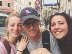 いいね!218件、コメント4件 ― Fantastic Beasts & Eddie [EU]さん(@fantasticbeasteddie)のInstagramアカウント: 「Eddie was on holiday with his family in Perugia Italy. On 15th of April @aripas_ and @_giglia__ met…」