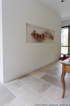 The French limestone floortiles belong to one of the most beautiful type of natural stones, mother earth has to offer. Stone Tile Flooring, Natural Stone Flooring, Living Room Flooring, Kitchen Flooring, Stone Kitchen Floor, Brick Look Tile, Old Stone Houses, Stone Interior, Modern Farmhouse Interiors