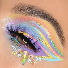 """Beauty Studio on Instagram: """"It usually takes me 25 mins to trace a decent liner, sooo I think it should take me approx. 5 business days to recreate THIS look! 🎨 . .…"""" Crazy Eye Makeup, Makeup Eye Looks, Creative Makeup Looks, Unique Makeup, Eye Makeup Art, Colorful Eye Makeup, Cute Makeup, Pretty Makeup, Skin Makeup"""