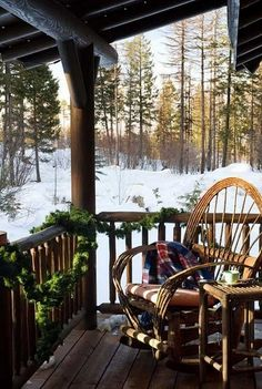 30 ideas for landscaping a porch or veranda in winter Winter Porch, Winter Cabin, Cozy Cabin, Cozy Winter, Winter Snow, Snow Cabin, Cabin Porches, Home Porch, Country Porches