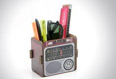 Fácil+de+montar,+o+Porta+lápis,+canetas,+tesoura+e+outros+trecos,+é+feito+em+MDF,+colorido+e+divertido,+para+você+decorar+e+alegrar+o+seu+ambiente.+O+Portatrex+tem+um+design+moderno+e+vintage,+que+remete+aos+antigos+rádios+de+madeira.