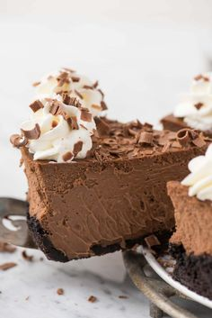This is a classic chocolate cheesecake recipe that you'll use over and over! The cheesecake batter has 5 ingredients and turns out to be so creamy and chocolate-y! Plus, you can do an oreo crust or graham cracker crust for this chocolate cheesecake. Cheesecake Mousse Recipe, Chocolate Mousse Cheesecake, Easy Cheesecake Recipes, Best Dessert Recipes, Chocolate Desserts, Delicious Desserts, Best Chocolate Mousse Recipe, Chocolate Chocolate, Cupcakes