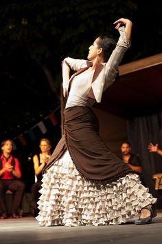 Dancer Sarini Nieto (via Menton Daily Photo)