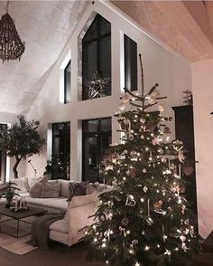 What a stunning space Credit: @husdrommen.lindell  . . . #livingroom#livingroomdecor#livingroomstyling#livingroomstyle#livingroomideas#livingroominspo#livingroominspiration#instahome#interiorinspiration#interior_design#designinspo#interiorforinspo#interiorstyling#interiør#interior#interiordecoration#instaroom#roomforinspo#designinspiration#roominterior#homedecor#homestyle