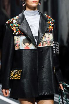 Prada Spring 2018 Ready-to-Wear Collection Photos - Vogue Fashion Week, Fashion Brand, Spring Fashion, High Fashion, Fashion Show, Style Haute Couture, Couture Fashion, Runway Fashion, Mode Streetwear