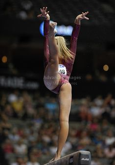 Nastia Liukin Olympic Gold Medalist in action at the American Airlines Center in Dallas, Texas. Gymnastics Flexibility, Gymnastics Poses, Gymnastics Photography, Gymnastics Pictures, Sport Gymnastics, Artistic Gymnastics, Sixpack Workout, American Airlines Center, Nastia Liukin