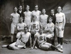 The Syracuse University men's basketball team! (Courtesy of archives. Syracuse Basketball, Basketball Teams, Vintage Images, Vintage Men, Syracuse University, The Old Days, Sports Photos, Vintage Photography, The Past