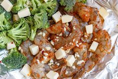 Shrimp and Broccoli Foil Packs with Garlic Lemon Butter Sauce - - Whip up a super tasty meal in under 30 minutes! - by Shrimp and Broccoli Foil Packs with Garlic Lemon Butter Sauce - - Whip up a super tasty meal in under 30 minutes! Best Seafood Recipes, Shrimp Recipes Easy, Salmon Recipes, Fish Recipes, Keto Recipes, Dinner Recipes, Cooking Recipes, Healthy Recipes, Chicken Sauce Recipes