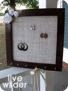 17 Super Ideas For Jewerly Holder Diy Picture Frame Photo Displays Jewellery Storage, Jewelry Organization, Jewellery Shops, Jewellery Box, Jewelry Stores, Cute Crafts, Diy Crafts, Jewelry Hanger, Diy Jewelry