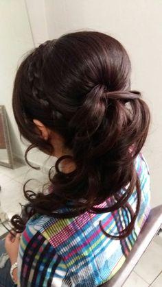 Peinado con trenza y cascada con rizos. Por DaliMulChic.