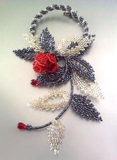 Beaded flowers' jewelry by Victoriya Katamashvili