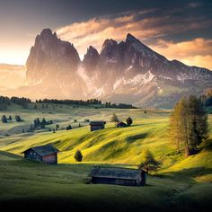 Baharda da ayrı güzelmiş buralar 🙌🏻 . Sonbaharda buralara, Dolomitlere fotoğraf turumuz var detaylar İçin bana dm veya Mail atabilirsiniz