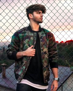 40 Attractive Outfit Ideas of Field Jackets for Men to Try This Year is part of Photography poses for men - Now don't forget that being a military uniform it obviously carries a unique attitude So field jackets can be really interesting for you this time Poses Pour Photoshoot, Men Photoshoot, Boy Poses, Male Poses, Men Model Poses, Poses For Boys, Fotos Tumblr Boy, Men Tumblr, Portrait Photography Poses