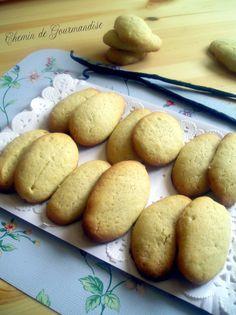 Biscuits à la vanille réunionnaise http://unpeudesucre.canalblog.com/archives/2013/07/14/26722856.html
